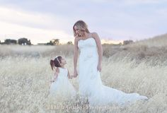 Wedding Photography Ideas. Mommy and Daughter Photo Ideas. Brides.