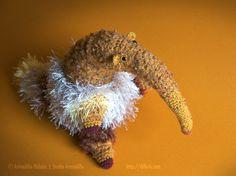 オオアリクイのバンクオさんBanquo the Ant-Bearぬうっと長い鼻はツイード風。しゃらしゃらした長い毛もチャームポイントのバンクオさん。オリジナル...|ハンドメイド、手作り、手仕事品の通販・販売・購入ならCreema。