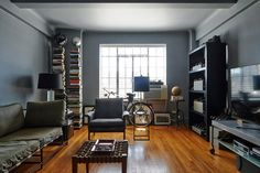 Inside Nick Wooster's New York apartment Nick Wooster, Small Apartment Decorating, Apartment Design, Style At Home, Men's Style, Interior Architecture, Interior Design, New York Homes, New York City Apartment
