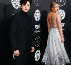 The best couple ever😻😻 Bughead Riverdale, Riverdale Funny, Riverdale Memes, Betty Cooper, Alice Cooper, Lying Game, Lili Reinhart And Cole Sprouse, Riverdale Cole Sprouse, Lily Cole