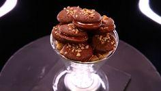 « Koonies » au caramel et cacahuètes façon macaron par Christophe Michalak (#DPDC) France 2 Churros, Caramel, Cake & Co, Le Chef, Cookies Et Biscuits, Macarons, Tea Time, Muffins, Deserts