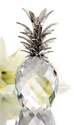 Swarovski Crystal Figurines, Swarovski Crystals, Faceted Crystal, Amazing Decor, Glass Art, Christmas Bulbs, Room Decor, House Design, Interior