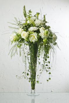 Manda a los novios arreglo de flores Manami online Barcelona, Salamanca, Cordoba, Vigo, Santander, Marbella y España | Floristería Luxurhy F...