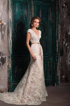 4 Simple and Modern Tips: Wedding Dresses With Sleeves Trumpet wedding dresses simple silk.Couture Wedding Gowns Elie Saab classic wedding dresses with pockets. Western Wedding Dresses, Elegant Wedding Gowns, Princess Wedding Dresses, Modest Wedding Dresses, Bridesmaid Dresses, Lace Wedding, Trendy Wedding, Sheath Wedding Gown, Wedding Dress Sleeves