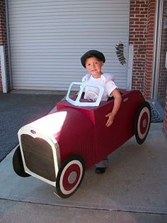 Very cool Antique Roadster costume from Cooking Fun with my 3 Sons.  This car was made from boxes.