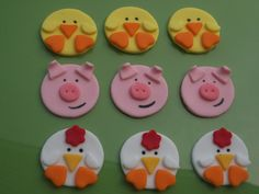 Cupcake farm animal toppers in Fondant icing!