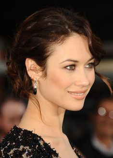 Create This Romantic Braided Chignon (You Only Need 2 Products!) We're loving Olga Kurylenko's romantic braided chignon! Second Day Hairstyles, Fancy Hairstyles, Braided Chignon, Olga Kurylenko, Woman Wine, Brunette Beauty, Female Actresses, Bad Hair, Leila