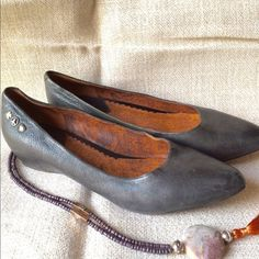 ☘☘Lucky Brand flats☘☘ Lucky Brand dark grey flats with a small inner heel.  Gently worn and beautiful!! Lucky Brand Shoes Flats & Loafers