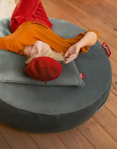 Pufs PUPILLOW VELVET | DIHWEB Decoración online Outdoor Bean Bag, Comfort Design, Sunbrella Fabric, Sleepover, Bold Colors, Cleaning Wipes, Things That Bounce, Bean Bag Chair, Taupe