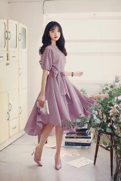 work korean fashion that is stunning. : work korean fashion that is stunning. Modest Outfits, Dress Outfits, Fashion Dresses, Dress Up, Prom Dresses, Korean Fashion Trends, Asian Fashion, Look Fashion, Fashion Design