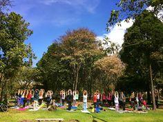 Yoga bogota gratis en el parque