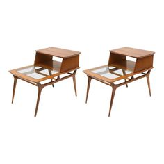 Pair of vintage Heywood-Wakefield two-tiered side tables, USA. Tops have been veneered at some point in history. Mcm Furniture, Table Furniture, Modern Room Design, Contemporary Living Room Furniture, Wakefield, Mid Century Furniture, Wood Table, Home Living Room, End Tables