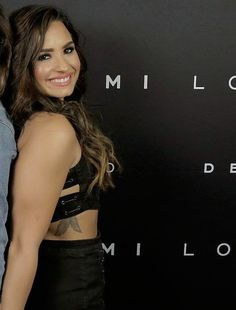 Demi with a fan New Mexico, Demi Lovato Pictures, Hollywood Records, Child Actresses, Female Singers, American Singers, Miley Cyrus, Role Models, Celebrities