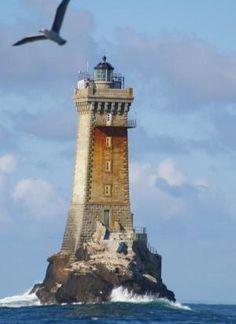 """Les phares de l'Iroise - Phare de La Vieille sur le rocher de la Gorlebella («La Roche La plus Eloignée» en breton) Ile de Sein (Finistère) - Coordonnées 48 ° 02'26 """"N / 4 ° 45'23"""" O - Feux : 3 occ. blanc vert de rouge, 12 s. Bretagne par lina"""