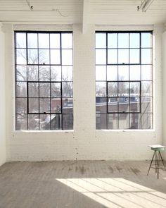 Workshop Studio, Loft Studio, Industrial Windows, Industrial House, Warehouse Design, Artist Loft, City Aesthetic, Loft Spaces, Creative Studio