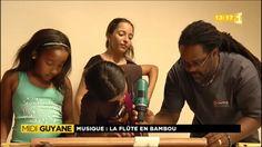Durant ces vacances scolaires, le musée des cultures guyanaises de Cayenne propose plusieurs ateliers de pratiques artistiques aux plus jeunes. Hier, ils ont pu participer à la fabrication d'une flûte traversière en bambou : la flûte des mornes.