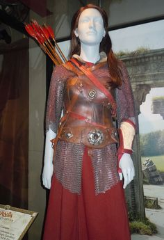 Susan Pevensie battle costume (Prince Caspian; Narnia) I could totally use my maroon dress for this one!