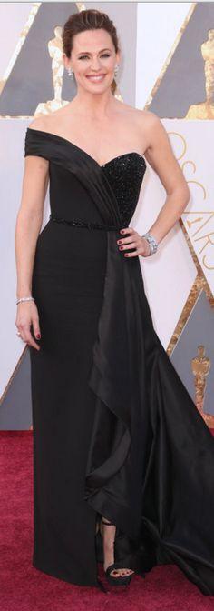 Jennifer Garner in Dress – Atelier Versace  Jewelry – Neil Lane  Shoes – Rene Caovilla  Purse – Salvatore Ferragamo
