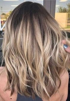 Looking for best variations in blonde hair colors? - Looking for best variations in blonde hair colors? As we know there are so many … Lisa Firle Frisuren, Zöpfe, geflochtene Haare Natural Blonde Balayage, Hair Color Balayage, Balayage Highlights, Baylage Blonde, Best Blonde Hair, Blonde Brunette Hair, Blond Brown Hair, Medium Balayage Hair, Medium Ash Blonde Hair