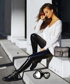 Latex & Leather Modeling - Collection by idleBG Pvc Leggings, Vinyl Leggings, Wet Look Leggings, Outfits Leggins, Leather Leggings Outfit, Elegantes Outfit, Latex Fashion, Fall Fashion Trends, Models