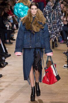Sacai Fall 2017 Ready-to-Wear Fashion Show - Lea Issarni