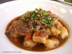 GUISO DE CARNE CON PATATAS. RECETA PAPAS CON CARNE http://www.cocina-casera.com/2011/10/patatas-con-carne.html Vía: @cocinacasera1