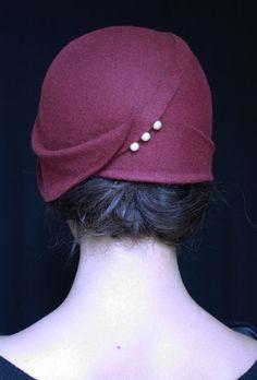 Risultati immagini per close fitting cloche hat - women Life ideas Vintage Outfits, Vintage Fashion, Vintage Hats, Vintage Prom, Love Hat, Hat Hairstyles, Felt Hat, Hat Pins, Mode Inspiration
