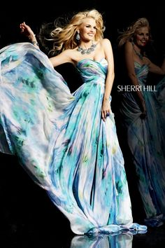 Sherri Hill dresses are designer gowns for television and film stars. Find out why her prom dresses and couture dresses are the choice of young Hollywood. Vestido Sherri Hill, Sherri Hill Prom Dresses, Grad Dresses, Dressy Dresses, Homecoming Dresses, Nice Dresses, Awesome Dresses, Flowing Dresses, Special Dresses