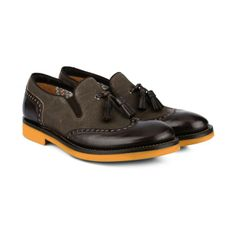 Yellow sole under the black/brown, for a new idea of #style!