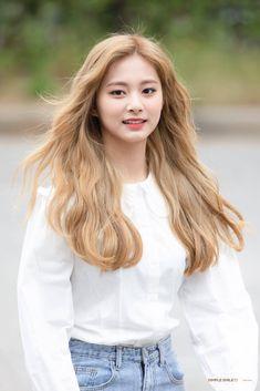 Lovely Twice Photo Part 1 - Visit to See More Pins - Asian Selebgram Korean Hair Color, Korean Short Hair, Korean Girl, Asian Girl, K Pop, Kpop Girl Groups, Kpop Girls, Nayeon, Curly Hair Styles