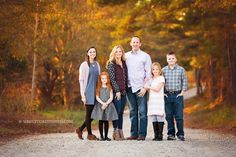 outdoor photo session of a family of 6 with older children by Atlanta family photographer Source by kimvanwagner Look winter