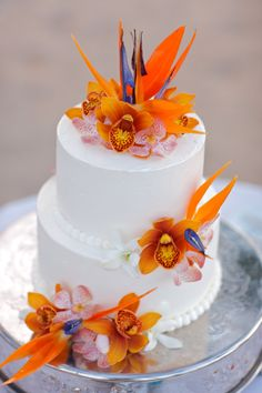 Country wedding or exotic wedding: Best choices of wedding cake - Linaresse Fashionnista Beautiful Cakes, Amazing Cakes, Hawaii Wedding Cake, Deco Orange, Bird Of Paradise Wedding, Exotic Wedding, Themed Wedding Cakes, Wedding Centerpieces, Flower Centerpieces