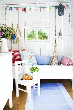 FROM MY WINDOW : Swedish tree house. Love this fresh and whimsical vibe for a kids's room. Tree House Interior, Ideas Habitaciones, Wendy House, Cool Tree Houses, Tiny House Movement, Love Your Home, Kids Corner, Little Girl Rooms, Little Houses