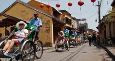 Survey the beauty of Hoi An in a nearest way to the local people and approach the tradition simply and delicate. You can visit souvenirs shops and tailor shops famous for made-to-order clothes/ shoes if you like.