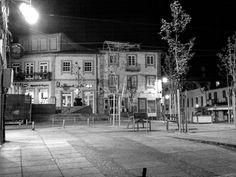"""O Largo da Lapa em Arcos de #Valdevez em modo """"P&B"""" nocturno…"""