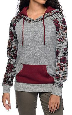 Like a rose in the wild! You will love this burgundy rose print splicing top&find it cool to be different in the crowd! Kleidung Design, Hoodie Dress, Look Cool, Fashion Outfits, Womens Fashion, Latest Fashion Trends, Autumn Winter Fashion, Hoodies, Blouse