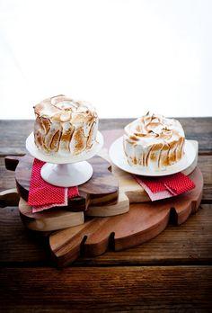 Gimme S'more Cakelettes--homemade graham crackers, chocolate souffle cake, and Italian meringue Chocolate Souffle Cake, Oatmeal Chocolate Chip Cookies, Graham Cracker Recipes, Homemade Graham Crackers, Mini Cakes, Cupcake Cakes, Cupcakes, Cake Recipes, Dessert Recipes