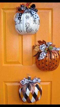 Cut Dollar Tree pumpkins in half, decorate, & hang Halloween and/or Fall decor Holidays Halloween, Halloween Fun, Halloween Decorations, Pumpkin Decorations, Halloween Pumpkins, Dollar Tree Halloween, Halloween Wreaths, Fall Door Decorations For Home, Thanksgiving Door Decorations