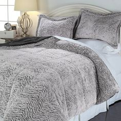 Concierge Collection Soft & Cozy Carved Fur Comforter Set Gray King New #ConciergeCollection
