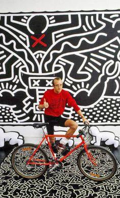 Keith Haring. Eerste graffity straatkunstenaar wiens werk in een museum tentoongesteld werd.
