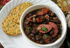 Quick Feijoada is a delicious Brazilian Food. Learn to cook Brazilian Food Recipes and enjoy Traditional Brazilian Food. Black Bean Stew, Black Beans, Side Dish Recipes, Dinner Recipes, Easy Recipes, Soup Recipes, Feijoada Recipe, Legumes Recipe, Kitchens