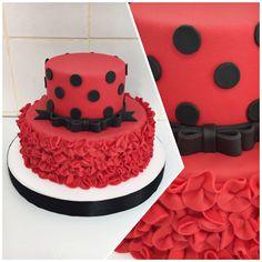 30150125081_93a1c7615f_b Bolo Ladybug 24 Ideias Incríveis e Vídeo com Passo a Passo #Bolo #Ladybug #BoloLadybug Ladybug Cakes, Ladybug Party, Girl Birthday, Birthday Cake, Birthday Parties, Bolo Lady Bug, Superhero Cake, Miraculous Ladybug, Bolo Fake