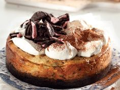 Makes 1 cake Preparation time: 20 min Baking time: 85 min Chilling time: hours or overnight CRUST 2 packets g each) Oreo cookies 45 ml t) melted butter FILLING 500 g cream cheese 80 ml (¹/³ c) caster sugar 125 ml (½ c) sour cream 2 ml (½ t) salt 5 ml… Oreo Cheesecake, Cheesecake Recipes, Cake Preparation, Desert Recipes, Let Them Eat Cake, Tasty Dishes, Sweet Tooth, Sweet Treats, Cooking Recipes