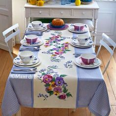 Ivory and lavender chequered cotton tablecloth with simple hem and ivory aida central insert to be cross-stitched. Deco Table, Decoration Table, Table Covers, Table Linens, Design Case, Table Runners, Hand Embroidery, Embroidery Patterns, Diy And Crafts