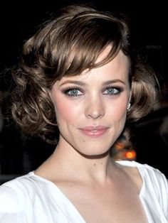 LOVE LOVE HER HAIR ! SO PRETTY AND CLASSY :)