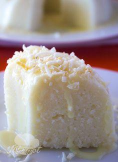 Ó dúvida cruel…como chamar essa delicia? Em algumas regiões é chamada de bolo de tapioca, em outras bolo podre e algumas de cuscuz doce. Daí pensei pensei, tanto faz, chame como quiser mas conheça esse Bolo de Tapioca, e faça essa maravilha! #receita #doce #bolo #tapioca #cuscuz