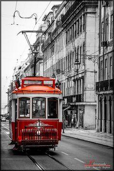 Lisbon Tram by: Pablo Fernández Via:Flickr Mais