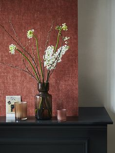 Kleur van de Maand - Rabarber   Home Made By R Colors, Luxury Interior Design, New Room, Cozy House, Red And Pink, Color Schemes, Glass Vase, New Homes, Wall Decor