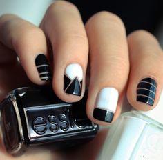 Uñas decoradas con diseños en color blanco con negro