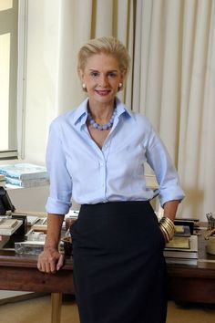 CH Carolina Herrera look Mature Fashion, Fashion Over 50, Carolina Herrera, Look Office, Advanced Style, Casual Chic, Style Me, Ideias Fashion, Fashion Outfits